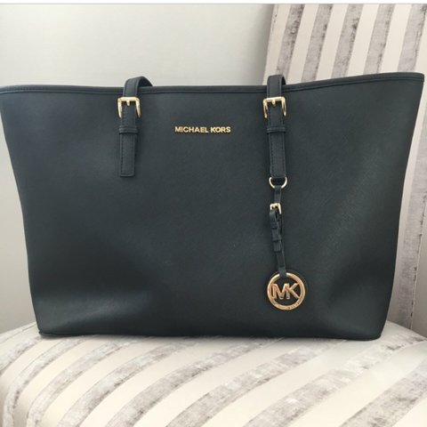 ac988eaaa2be @emilyw00d. 3 years ago. Essex, UK. Authentic Michael Kors MK Medium black  jet set travel tote ...