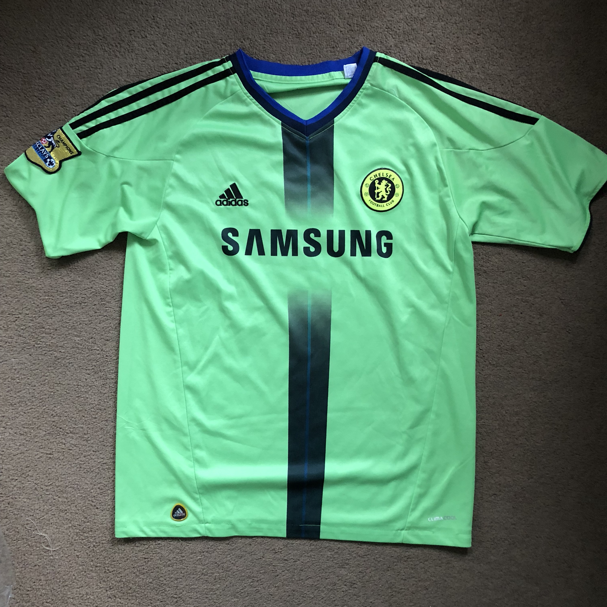 buy online 3c010 37a0c Chelsea Soccer Jersey ⚽️. Not sure if it's a custom... - Depop