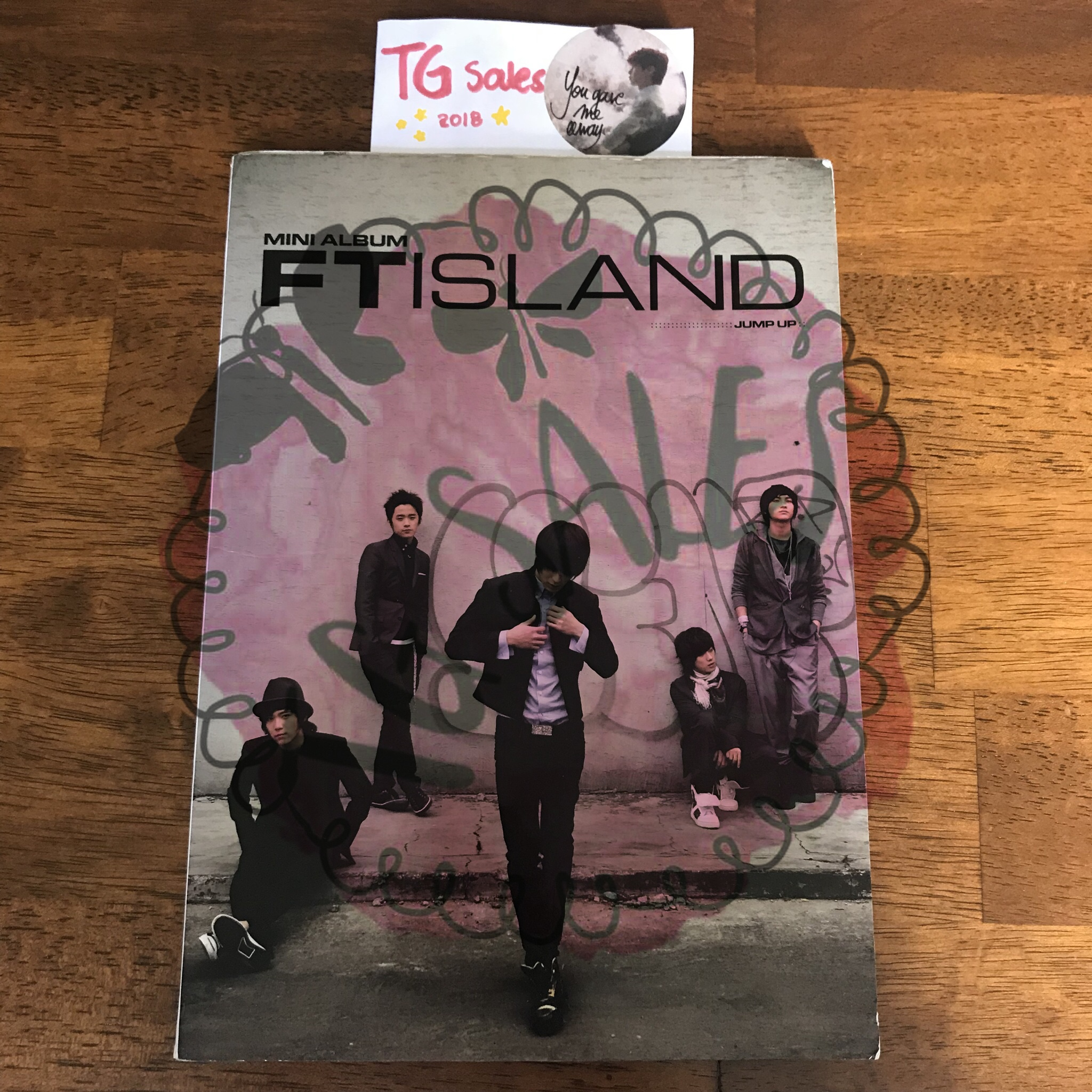 ❌ SOLD to @jessicaamk [RARE/OOP] FT Island Jump Up    - Depop