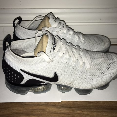3464845f1900 Nike Air Vapormax Flyknit 2 White and Black Great 7.5 uk - Depop