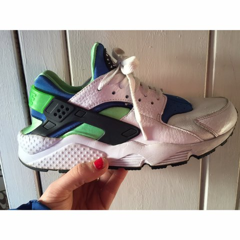 46190705e229 💚💥Now only £15💥💙 Nike huarache trainers UK size for men - Depop