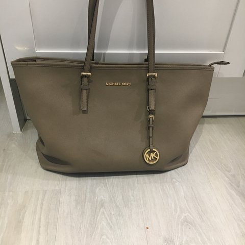 67834049e011 Michael Kors tote bag in colour taupe 100% authentic brought - Depop