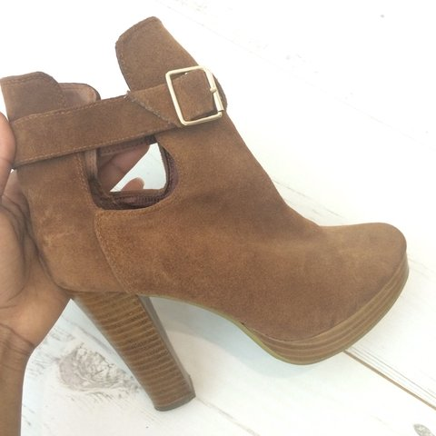 34573c2f64b8 H M - Brown Suede Ankle Boots with chunky heel