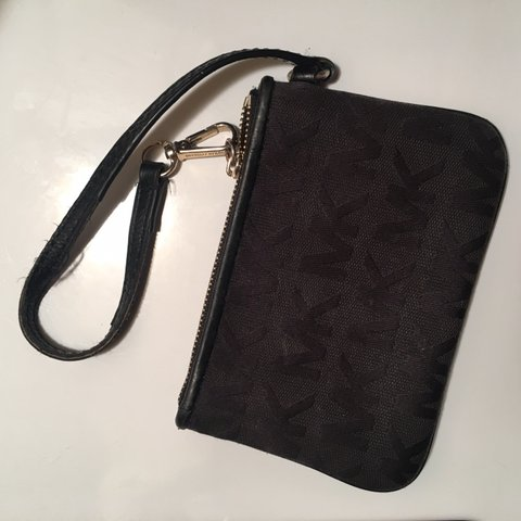 73be54339847 @ciararuiz. 23 days ago. Jersey City, United States. Michael kors wristlet very  cute pretty good condition great little wallet to throw in your purse