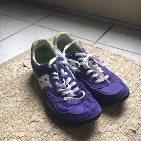 2afd8f60f385 Saucony athletic shoes. Used but they re in pretty good Size - Depop