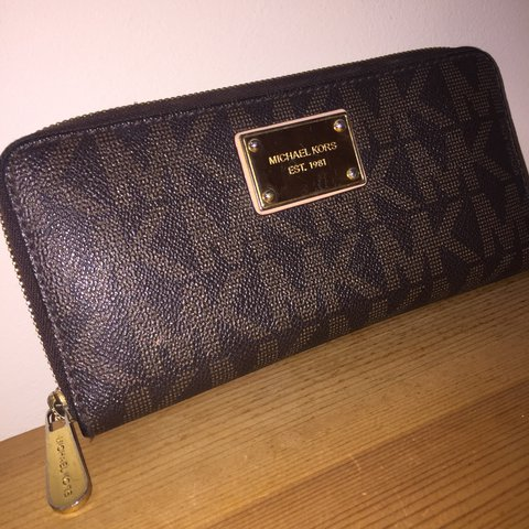 86d7db0805a5 PRICE DROP!!!!!! Michael Kors Purse Michael Kors logo in I - Depop