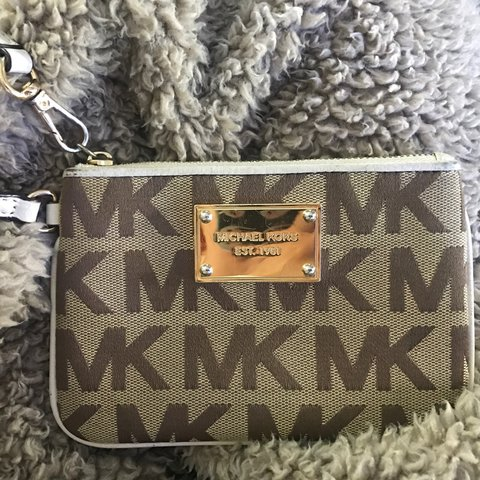 ba5d5d7ae1ba @jordyeagle. last year. Blunsdon Saint Andrew, United Kingdom. Beige/cream Michael  Kors purse! Fairly small in size so ...