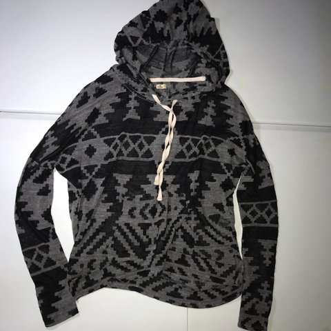 6827b5c2a Patterned relaxed hoodie from hollister. Very soft t-shirt - Depop