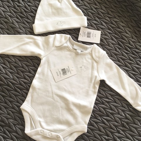 1752458f4 Little White Company long sleeve grow and hat set. Both new - Depop