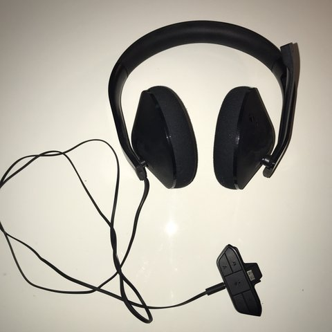 d48b9bdb13e @aidenneill. 8 months ago. Salford, United Kingdom. Official Xbox One  stereo headset.