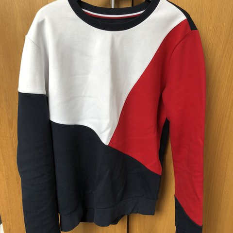 3878d7879 Tommy Hilfiger icon flag sweatshirt ⚪ 🔵🔴 Size  9 10 Open - Depop