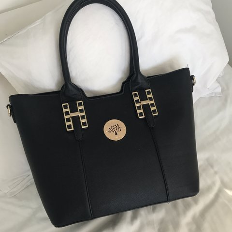 1bc501e973 black mulberry bag. selling on behalf of my sister. taking - Depop