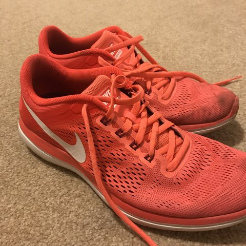 a450f86019f33 NIKE FLEX 2016 RUN trainers Size 7 Perfect for running or - Depop