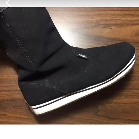 a37f770d403 VANS Savanna Boots Size 8 • Black suede snow boots with sole - Depop