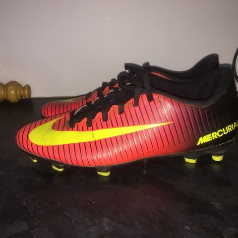 c3dcc25da41 Nike football boots Size 6 9 10 condition Want a quick - Depop