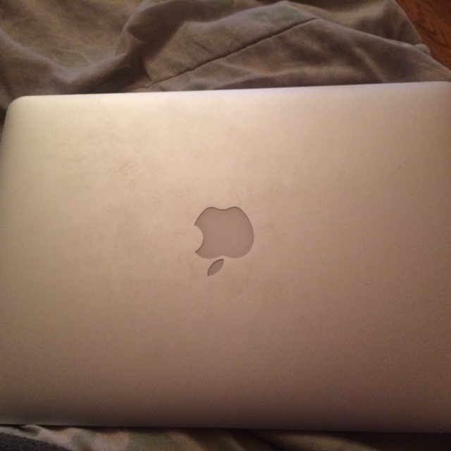 Cracked MacBook Air screen but still works great on    - Depop