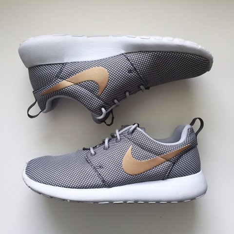 online retailer faa2e 24487  kaiachiffi. last month. Esher, United Kingdom. Rare Grey and Gold NIKE  Roshe ...