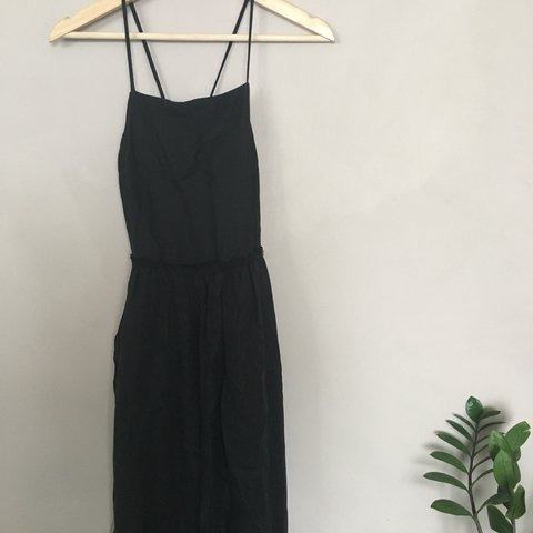 522b15a7e4 Wilfred (Aritzia) cross-back linen dress. Fitted on top and - Depop