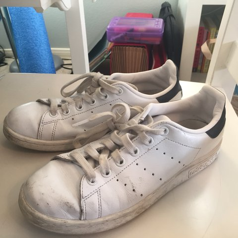 on sale 3fbdf 170c5  sebbers. last year. Thousand Oaks, United States. Lightly worn Adidas Stan  Smith sneakers.