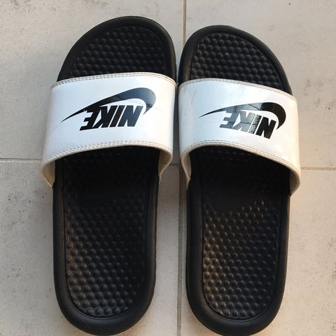 85f457f98 White and black Nike slides 🖤🖤🖤 - Good condition (7 10)