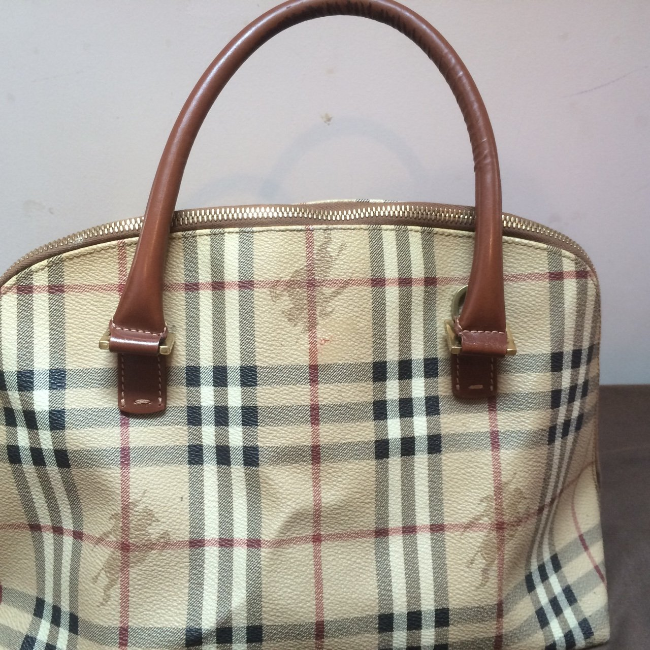 100% real Burberry handbag. Few marks as seen in the and in - Depop e543eafbcd7f4