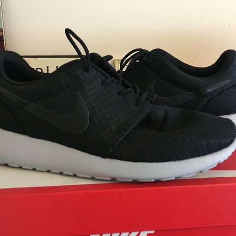 2cc14ab8bc049 ... order nike roshe run black with grey sole. size uk 7 eur 41. worn