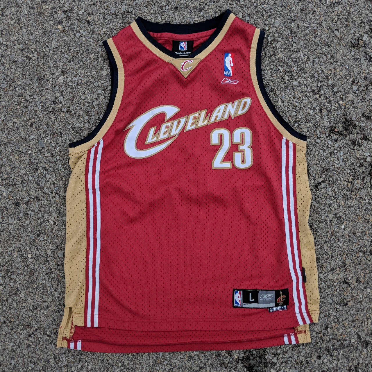 low priced 74e6e 08679 Vintage 2000s LeBron James Cleveland cavaliers red... - Depop
