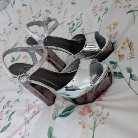 f81d89eb13d Missguided shiny sliver 6 inch chunky heels