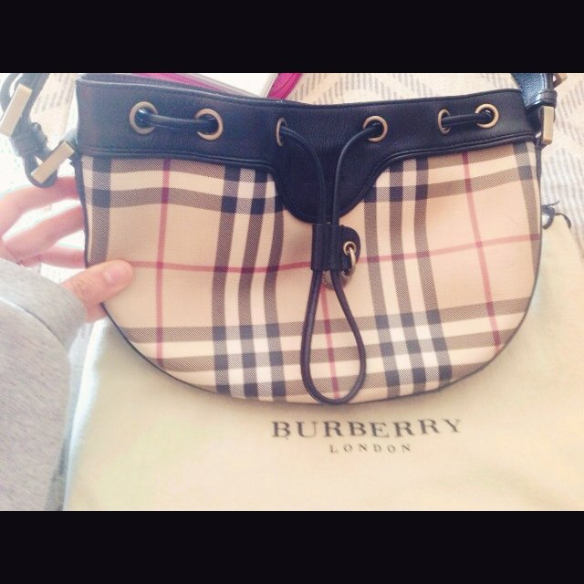 7827445f054d This is an authentic Burberry Purse purchased in 2009 from - Depop