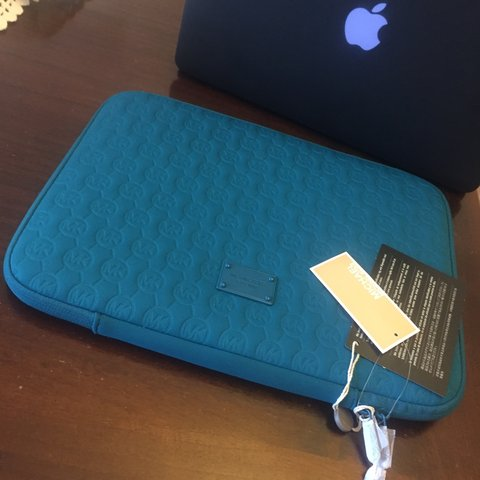 2037efbff13c MICHAEL KORS sleeve bag / case for macbook or pc. Never used - Depop