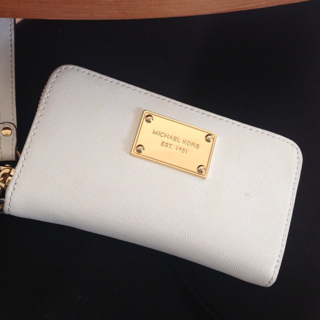 a87c8ebc6175 @tseringd. 9 months ago. Basingstoke, United Kingdom. Genuine Michael kors  phone wallet / in very good condition ...