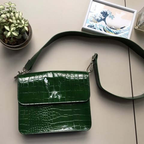 4a96ed85518d 🐍🐢 GREEN FAUX LEATHER CROCO EFFECT CROSSBODY BAG 🌵🥝 From - Depop