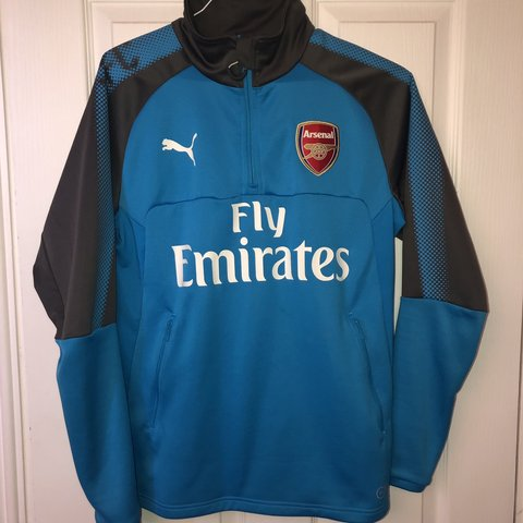 d8c89916148 @oware395. in 7 minutes. London, United Kingdom. Arsenal Training Top worn  a couple times