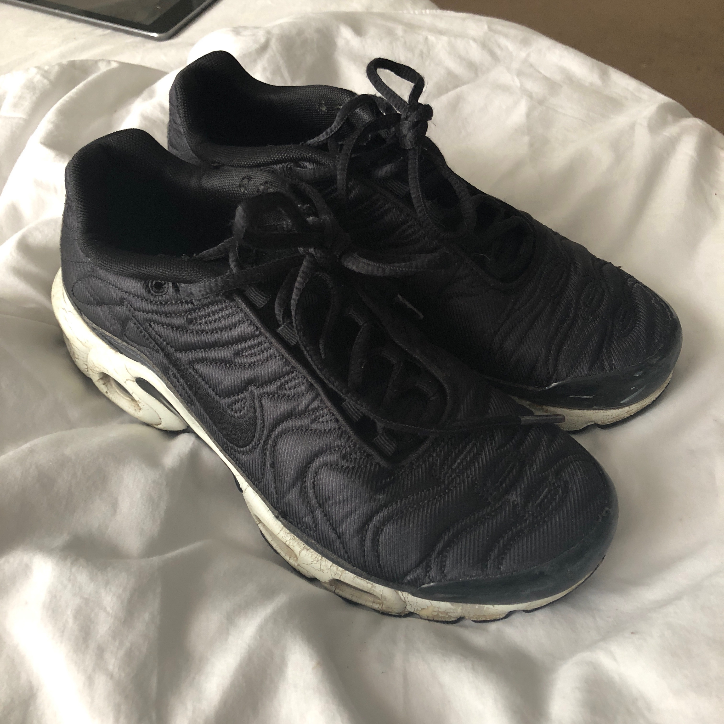 new product dc6df 68264 Black and white womens nike tns. Worn but good... - Depop