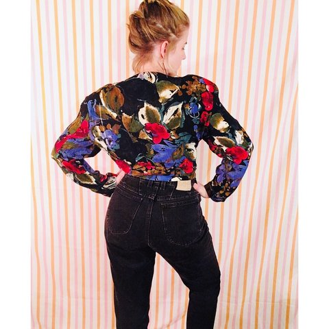 6f7d2fe0 @leaptoad. 17 days ago. Los Angeles, United States. VINTAGE 90s Floral  Button down Blouse ...