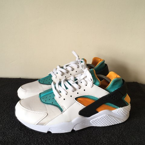 828d2797a3871 Nike Huarache White Gold Green Size 10 Condition classic - Depop
