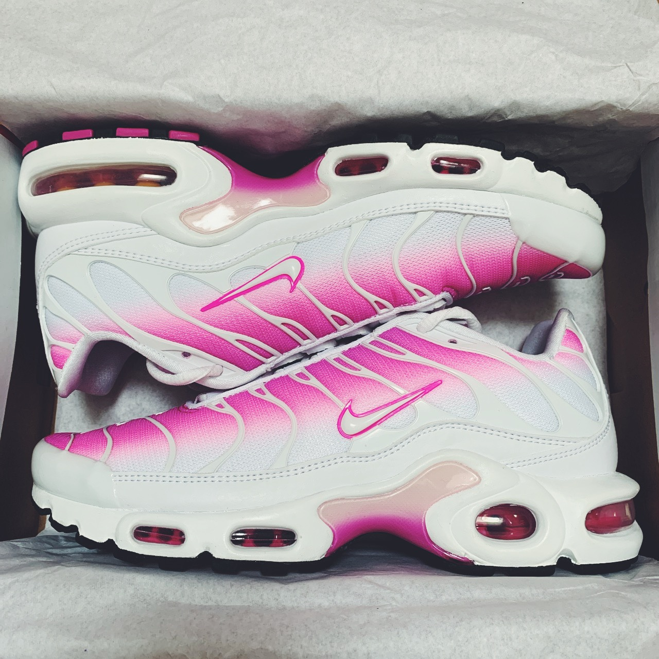 white and pink tns