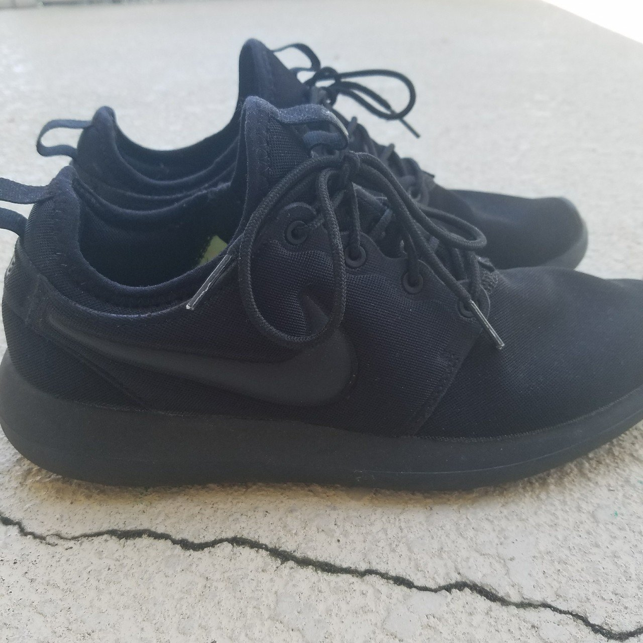 4f2bdc370381d1 Selling these all black Nike roshes! Fits US MENS 8 or US a - Depop