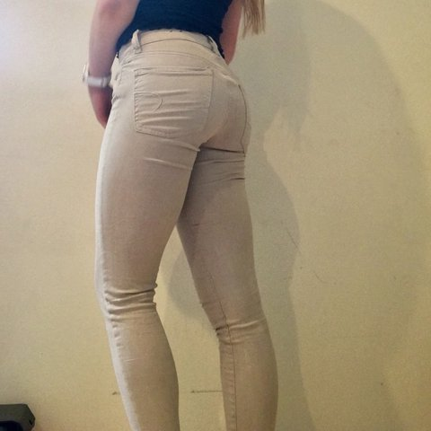 e3fba4cd1328 @amyelsen. last year. Ventura, United States. American Eagle Super Stretch  Khaki Jeggings