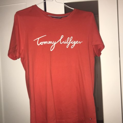 1f457ef6 @ellavenables. 3 months ago. Burton upon Trent, United Kingdom. Women's red Tommy  Hilfiger T-shirt. Worn once. Perfect condition. Size Small