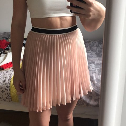 3f3ce78581 Top shop pink pleated skirt. Size 8. Never worn and in Black - Depop