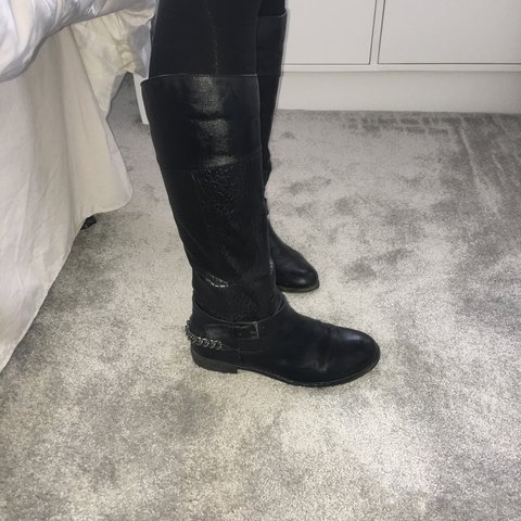 8247243291b Just below the knee boots with a zip