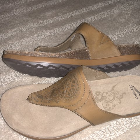 e2ed0f7af54c Dansko women s priya thong sandal look kind of like been 38 - Depop
