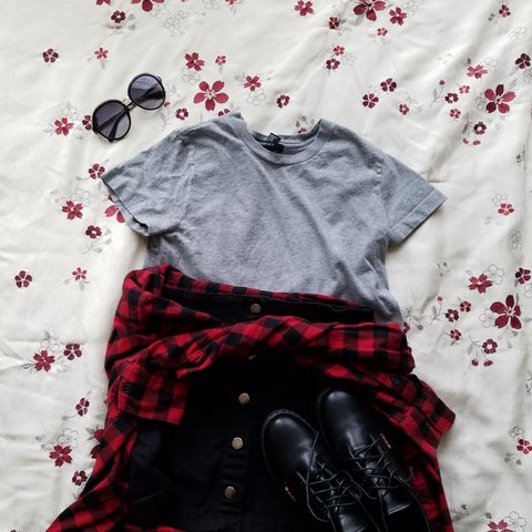 c62f44a9a8909 ☆ Grey Crop Top ☆ Basic grey crop top from Forever 21. Size - Depop