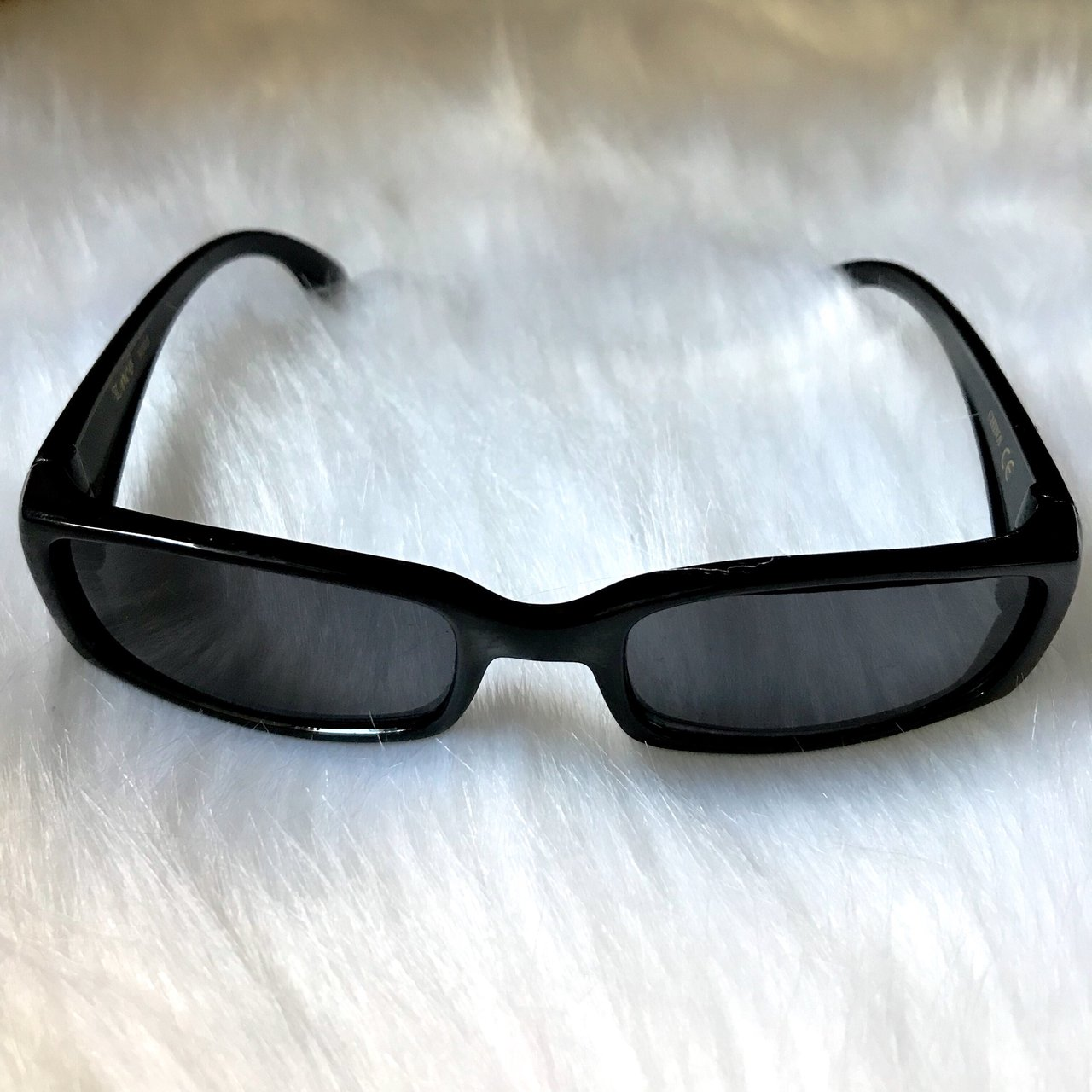 7f4ad917451 small sunnies with old english font locs brand
