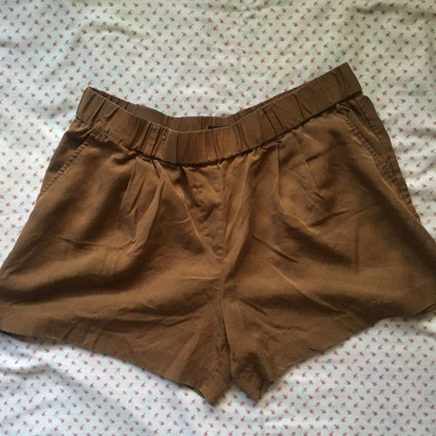 65ecf4e3a Brown flowy shorts with pockets and belt loops. - Depop
