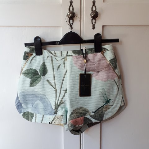 8bfa3bfc2ed4 Ted Baker floral shorts. Brand new with tags. Thick woven 0. - Depop