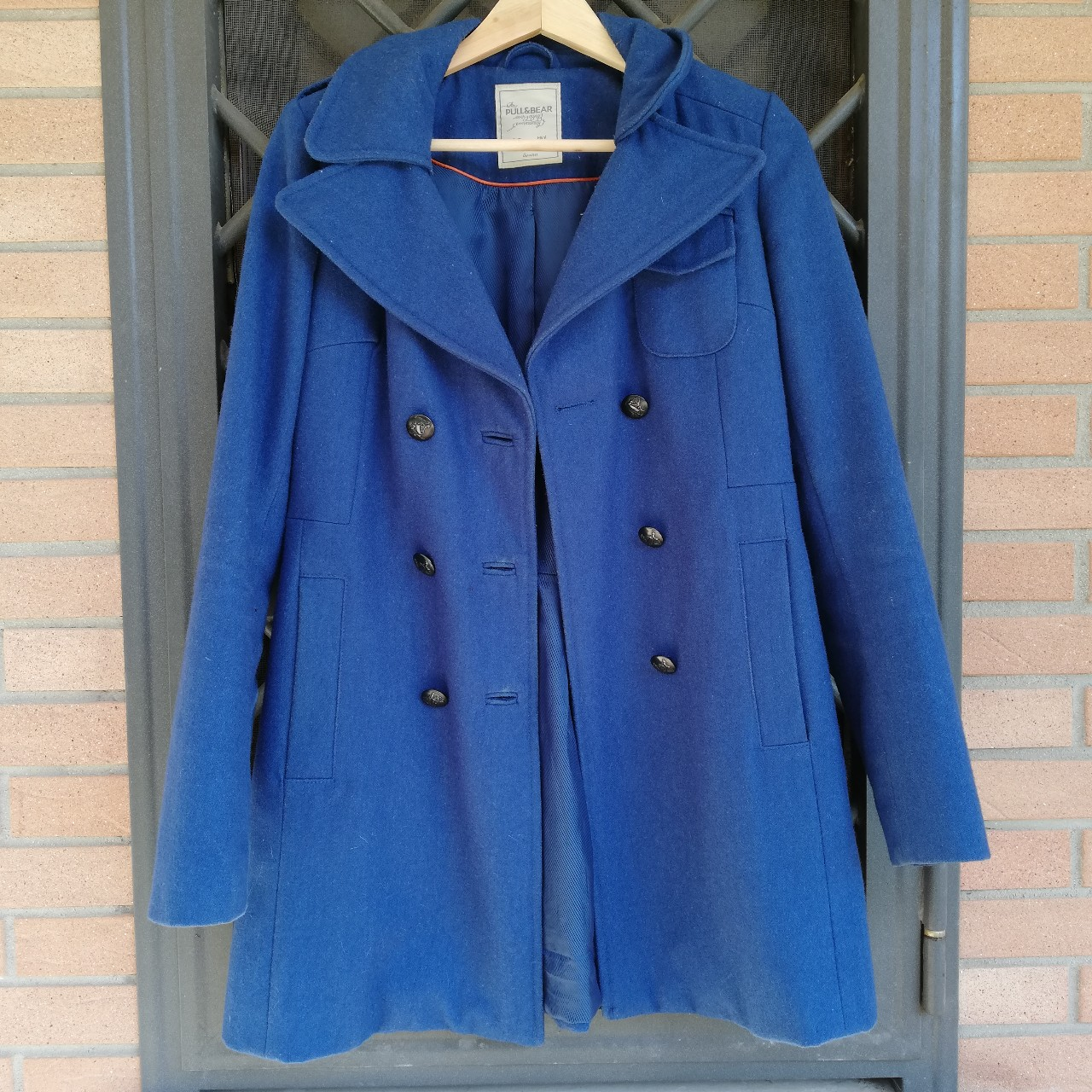 detailed look 916c3 9523d Bellissimo cappotto blu elettrico pull&bear, taglia... - Depop