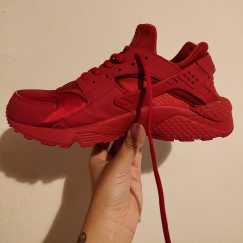 9b23ce09ce53 Nike Triple Red Huaraches Size 6 (won t fit your usual size - Depop