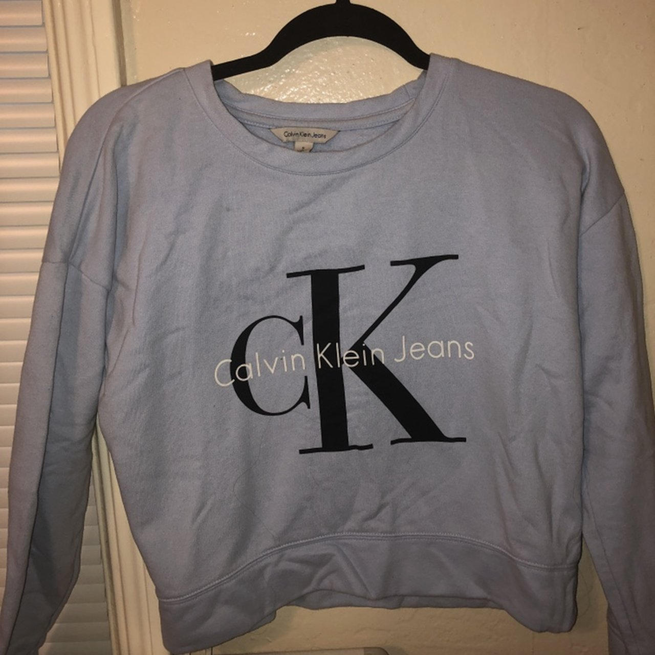 79f8ee3e108e calvin klein jeans crew neck sweater only worn 2-3  75 a in - Depop